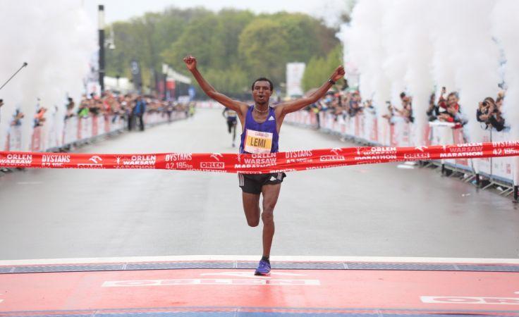 Etiopczyk Hayle Lemi Berhanau wygrywa Orlen Warsaw Marathon/fot.PAP/Leszek Szymański