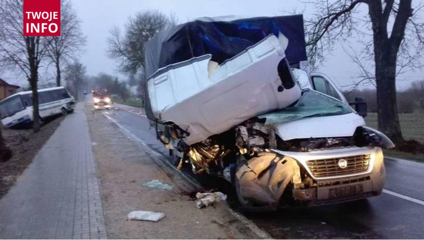 Zderzenie dostawczego auta z autobusem (fot. PSP Krasnystaw)