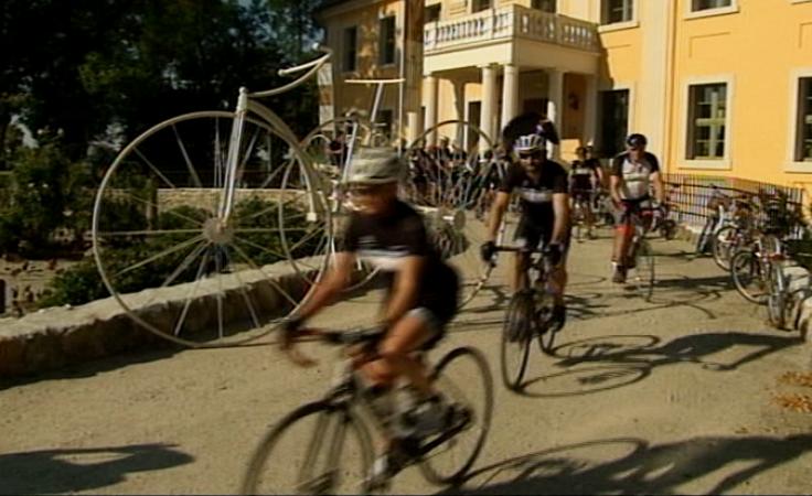 Na rowerach z Paryża do Moskwy z postojem w pałacu