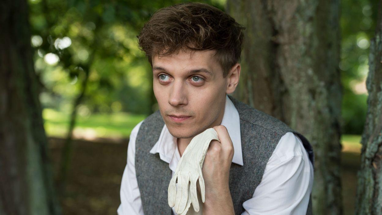 Wśród kuracjuszy jest młody Torup; w tej roli wystąpił debiutujący w Teatrze Telewizji Marcin Franc (fot. Jan Bogacz/TVP)