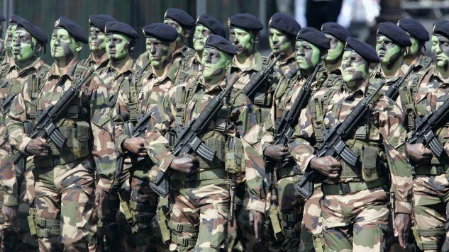 Oficjalnie żołnierze armii francuskiej nie biorą udziału w operacjach lądowych w Iraku (fot. Franck Prevel / Stringer)