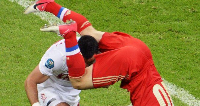 Piłkarze walczyli o każdą piłkę (fot. PAP/EPA)