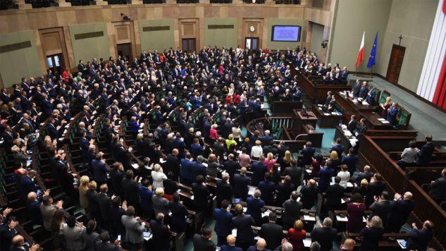 W Sejmie kilkugodzinny blok głosowań (fot. PAP/Radek Pietruszka)