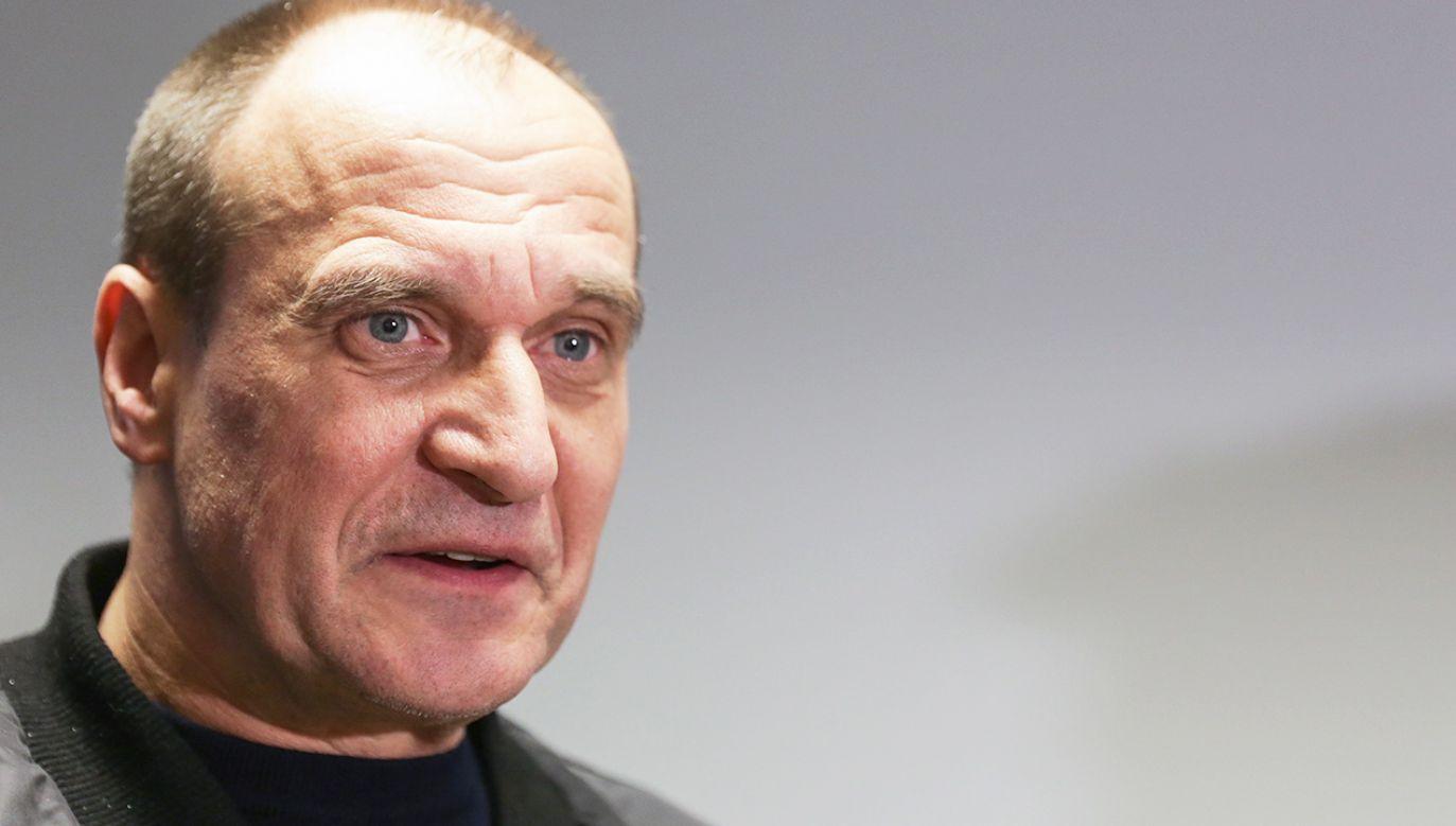 """Paweł Kukiz pytany, co łączy posłów należących do klubu Kukiz'15 odpowiedział, że jest to wspólna """"idea"""" (fot. PAP/Marek Zimny)"""