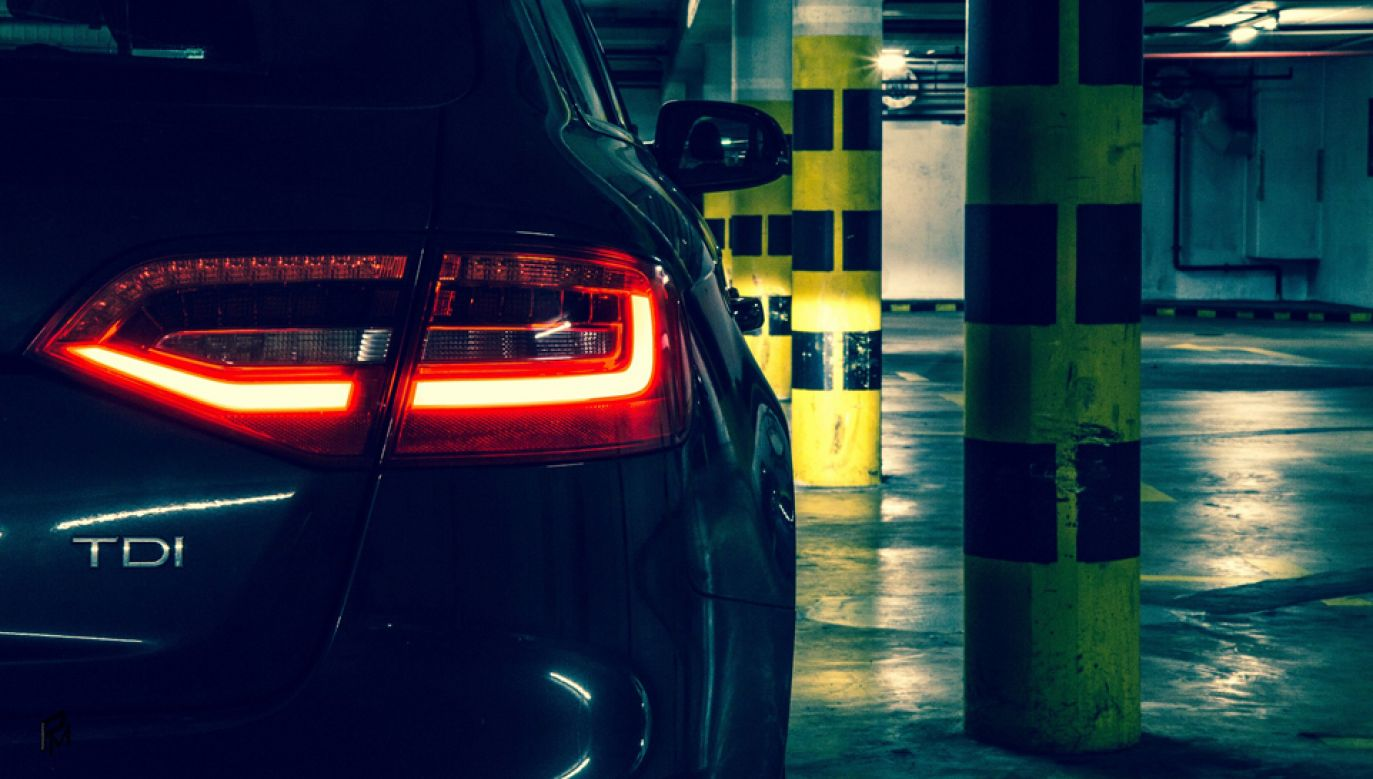 Nowa dyrektywa wprowadzi wymogi elektromobilności, takich jak lokalizacja miejsca ładowania dla pojazdów elektrycznych   (fot. Pixabay/i-eagle123)
