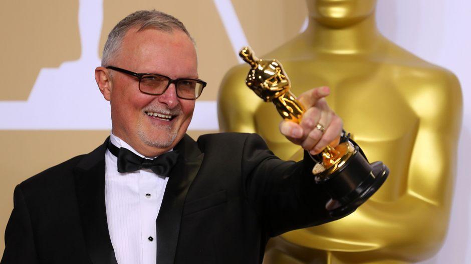 Lee Smith odebrał nagrodę za najlepszy montaż do filmu Dunkierka (fot. REUTERS/Mike Blake)