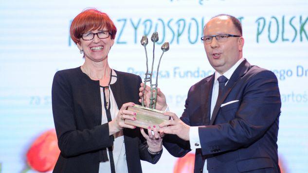 Nagrodę odebrała minister rodziny, pracy i polityki społecznej Elżbieta Rafalska  (fot. PAP/Marcin Obara)