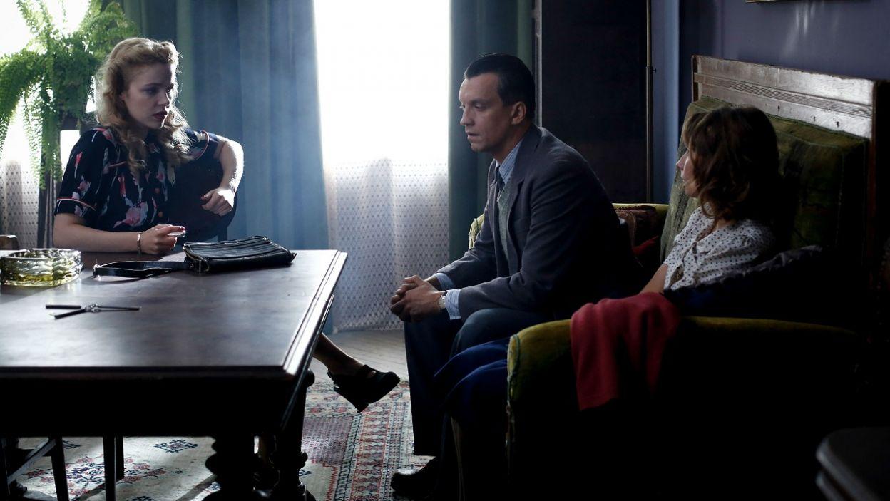 Witek nie zdołał ustalić, gdzie przetrzymywani są Irka i Kamil. Po chwili do Ewki dociera, że zna kogoś kto może posiadać jakiekolwiek informacje (fot. TVP)