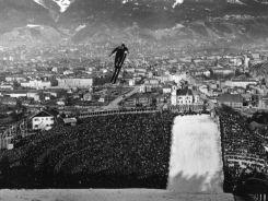 Niemiec Dieter Bokeloh w locie podczas konkursu w skokach narciarskich (fot. Getty Images)