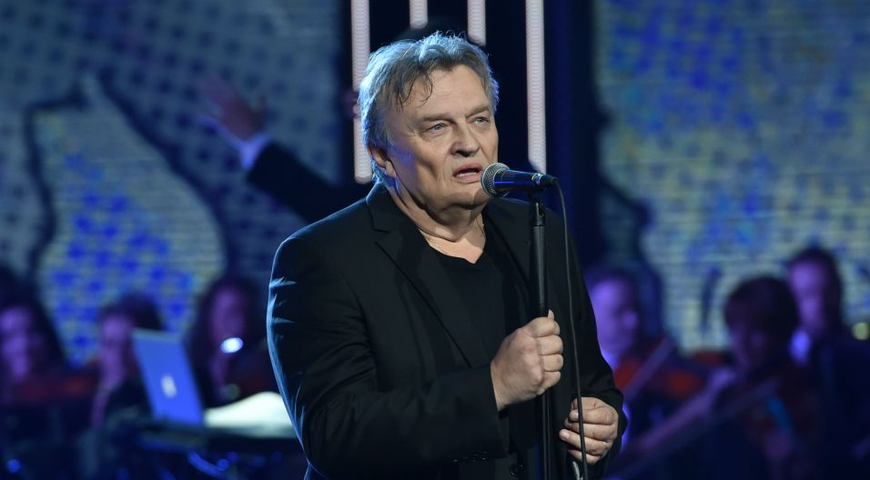 """Krzysztof Cugowski zaśpiewał """"Nim wstanie dzień"""" – to piękna ballada skomponowana przez Krzysztofa Komedę, stanowiąca motyw przewodni w filmie """"Prawo i pięść"""" (fot. Ireneusz Sobieszczuk)"""