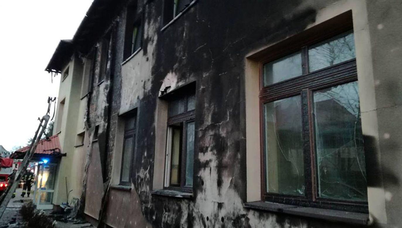 Spalona elewacja szkoły (fot. tt/@RDNmalopolska)