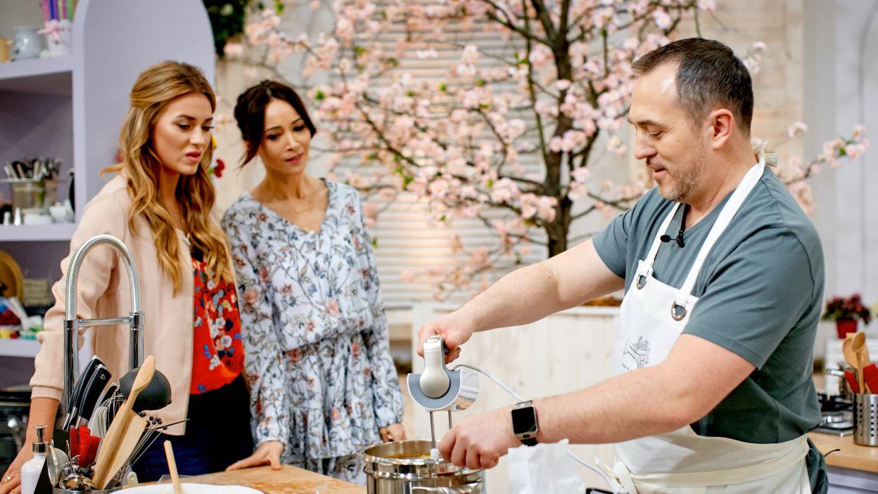Stanisław Romek przygotowuje tiramisu (fot. TVP)