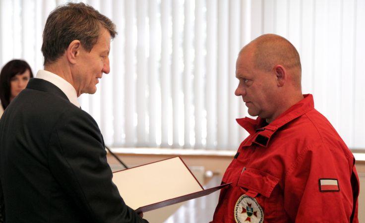 Andrzej Czerwiński i ratownik Janusz Kabus fot. PAP/Andrzej Grygiel