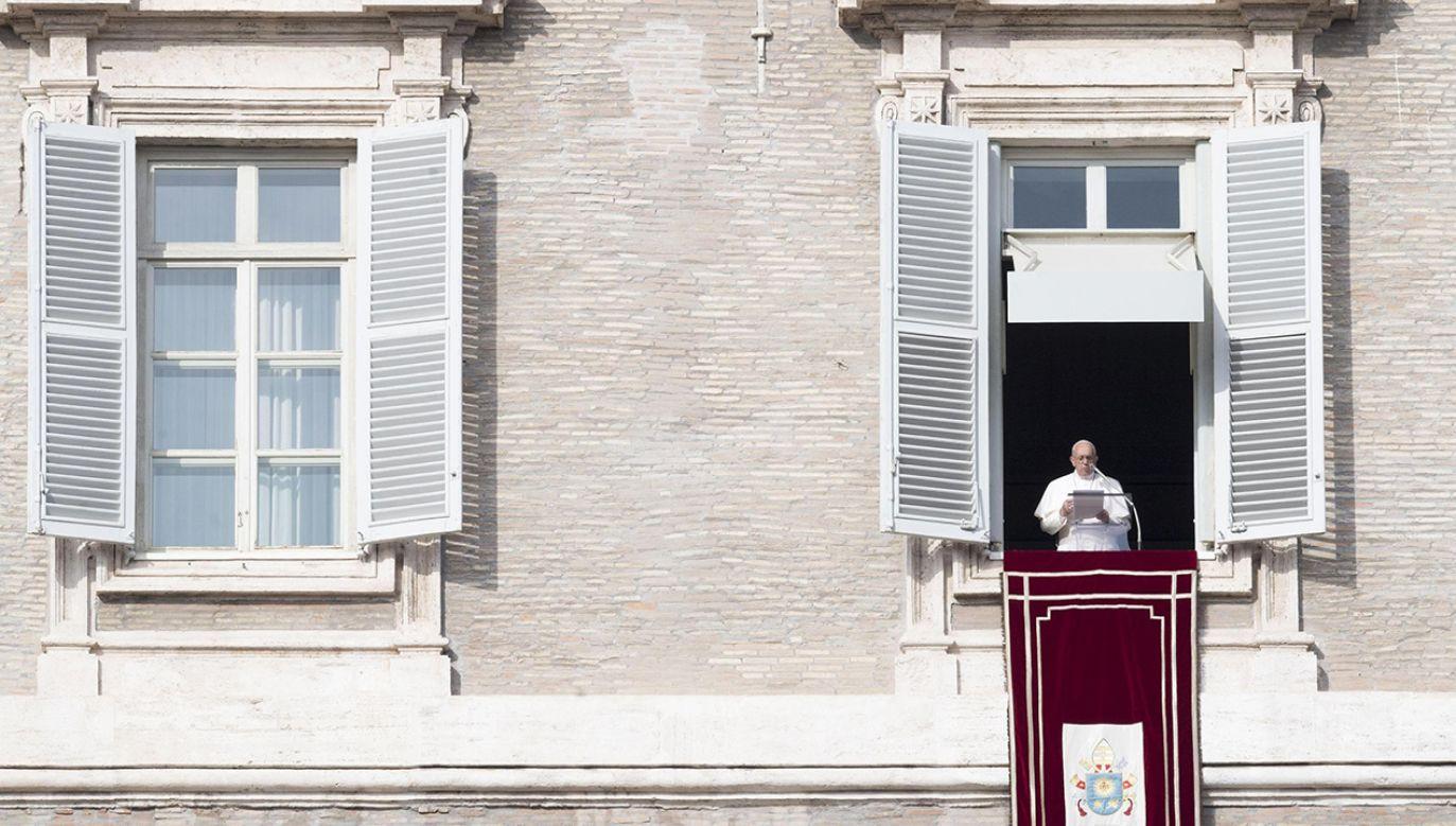 Papież przemówił na pl. Świętego Piotra (fot. PAP/EPA/CLAUDIO PERI)