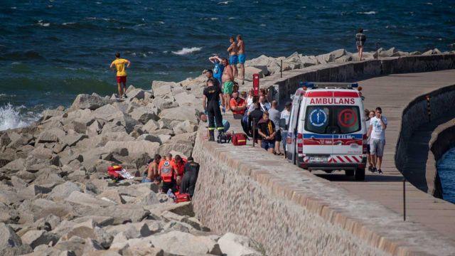 Morze porwało rodzeństwo w Darłówku. 14-latek nie żyje, dwójka dzieci poszukiwana