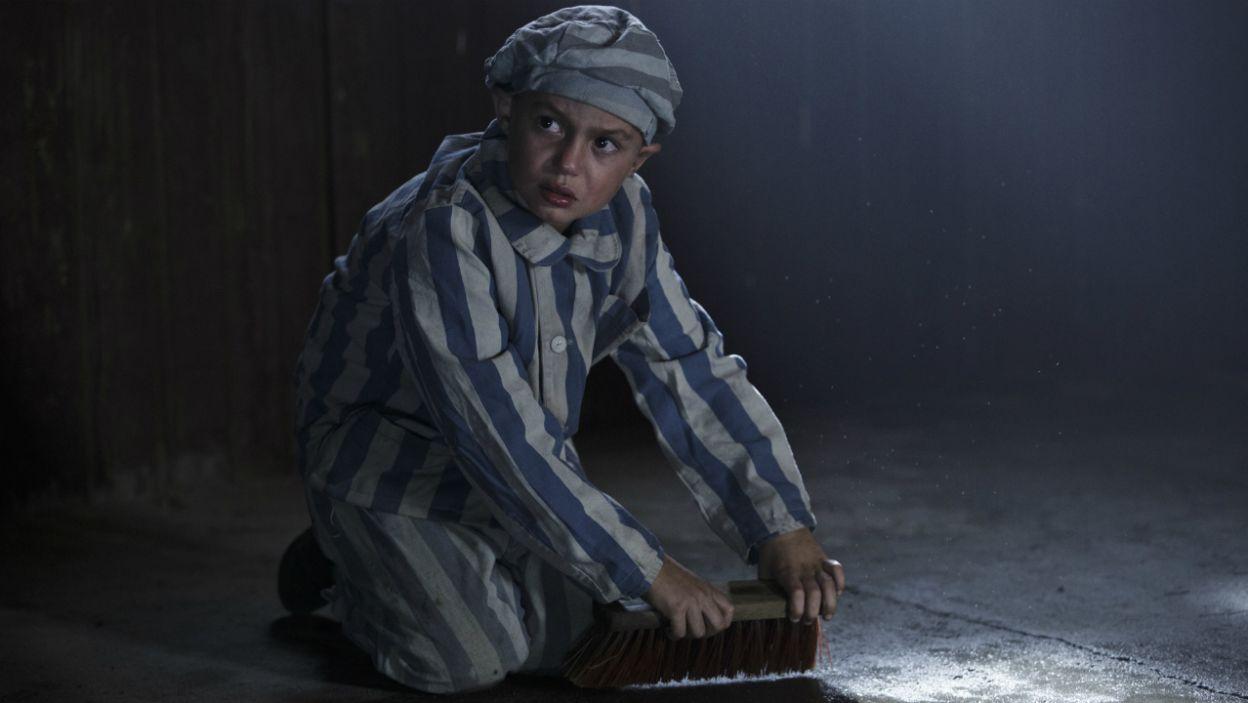 Z opowieści matki Alicja poznaje tragiczną historię ojca Lajcha, dziecięcego więźnia filii obozu w Gross-Rossen (fot. Krzysztof Wiktor)