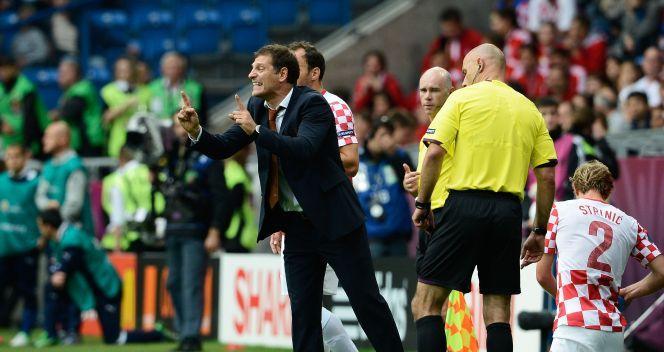 Slaven Bilić instruuje swoich piłkarzy (fot. Getty Images)