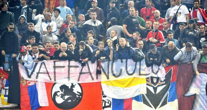 Serbscy kibice doprowadzili do przerwania meczu w Genui (fot.PAP/EPA)