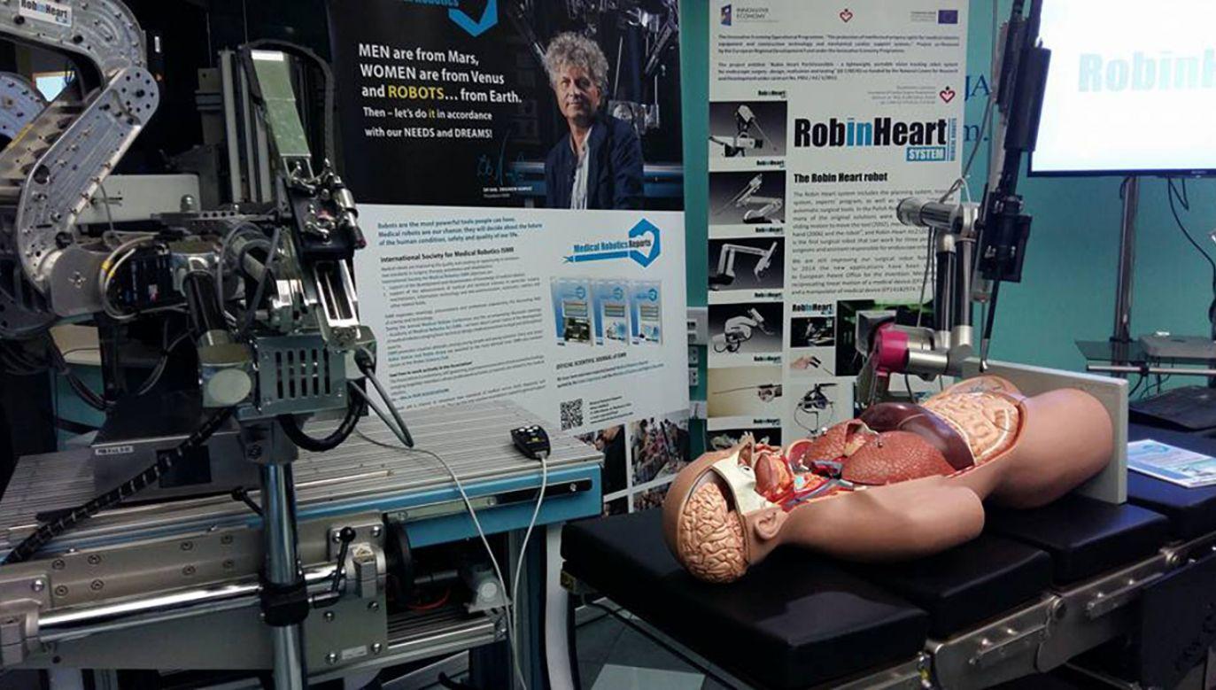 Naukowcy chcą stworzyć narzędzie, które pozwoli  chirurgowi poczuć tkanki dotykane przez robota (fot. Facebook/Fundacja Rozwoju Kardiochirurgii im. prof. Zbigniewa Religi)