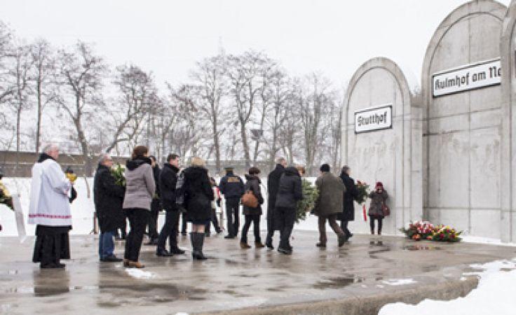 Uroczyste złożenie kwiatów na Stacji Radegast stanowiło punkt kulminacyjny trwających obchodów Dni Pamięci o Holokauście. Fot. UMŁ