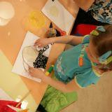 Każde dziecko własnoręcznie przygotowywało obrazek (fot. TVP)