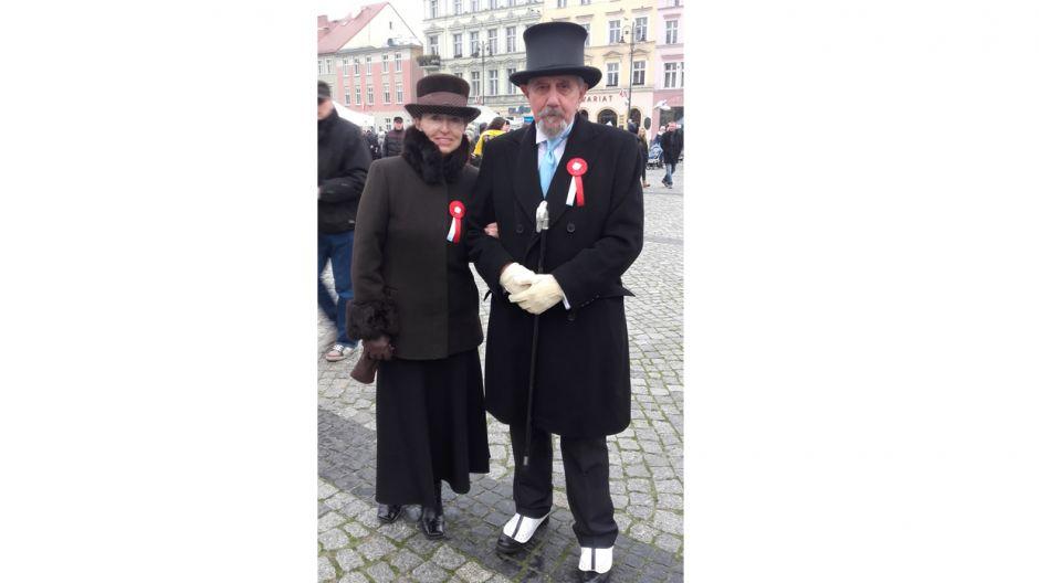 Lidia Barcikowska z mężem w strojach bydgoskich mieszczan z 1920 roku