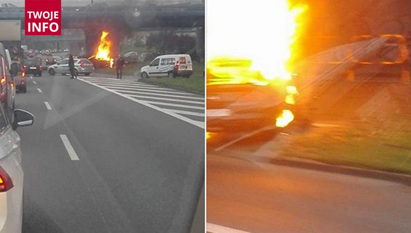 Auto spłonęło, kierowca zginął na miejscu (fot. fb/INFORMACJE DROGOWE - ŚLĄSK I OKOLICE)