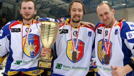 Dariusz Gruszka (L), Ioni Haverinen (C) oraz Maciej Sulka (P) (fot. PAP/Grzegorz Momot)