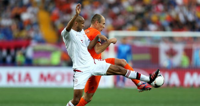 Simon Poulsen i Arjen Robben (fot. Getty Images)
