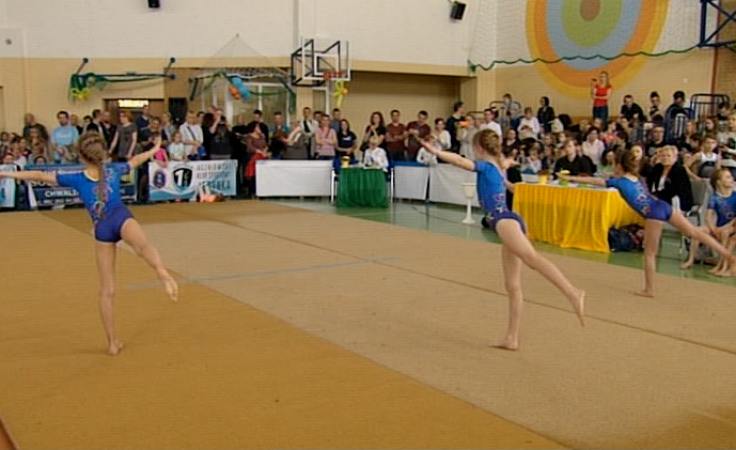 Dzieci i młodzież rywalizowały w akrobatyce sportowej