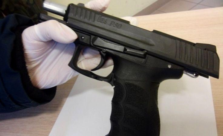 Broń wykryto w schowku pod fotelem kierowcy (fot. IC Olsztyn)