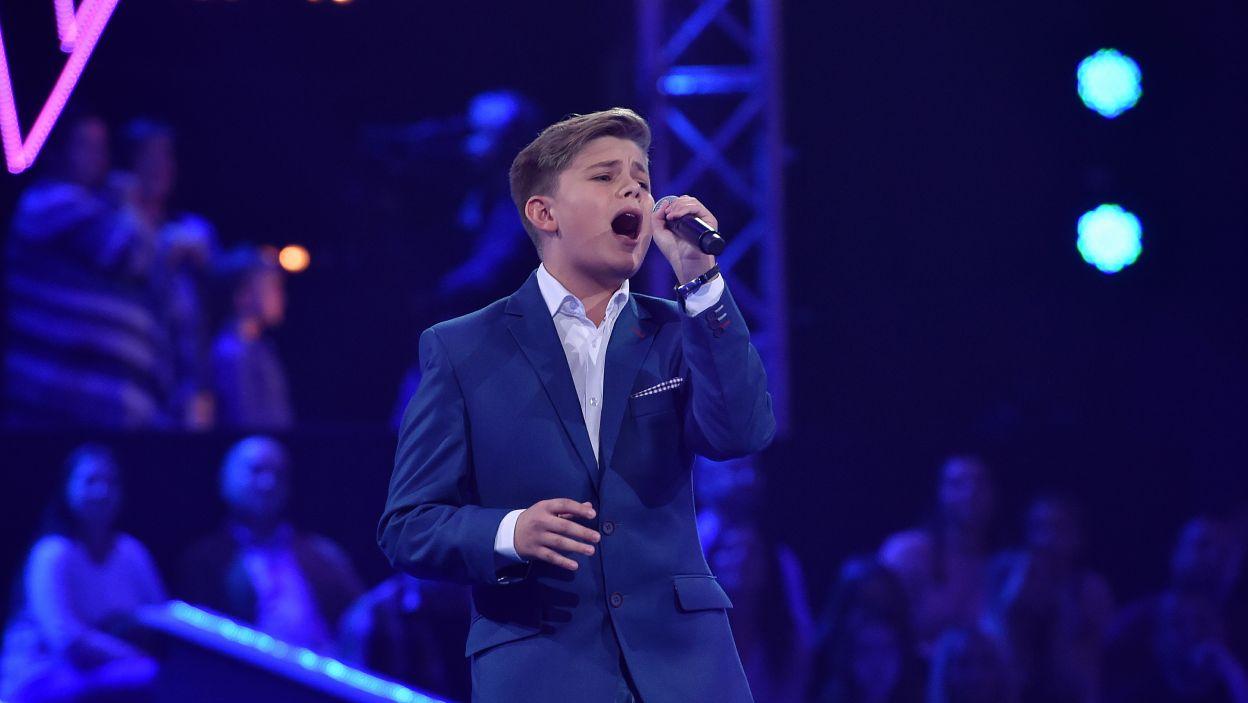 """Podobnie jak Elton John w utworze """"Your song"""", Mateusz Gędek miał nam do zaoferowania tylko piosenkę, ale to wystarczyło, by dostać się do programu? Czy wystarczy również, by przejść do finału? (Fot. I. Sobieszczuk/TVP)"""
