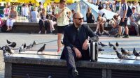 Norbert Rakowski na planie serialu Miasto skarbów  (fot. Mariusz Süss)