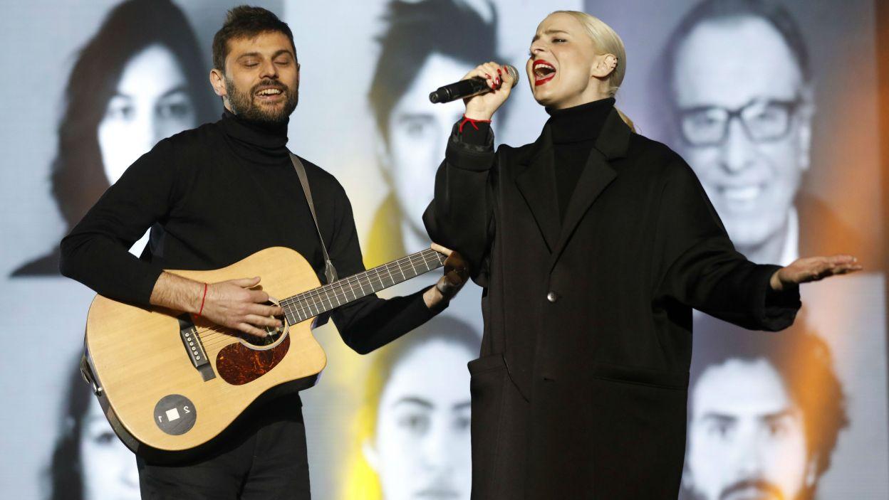 """Francja: Zespół Madame Monsieur tworzy duet: Émilie Satt i Jean-Karl Luca. """"Mercy"""" to tytuł ich konkursowej piosenki (fot. PAP)"""