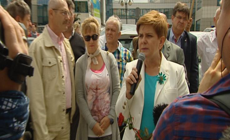 Beata Szydło spotkała się z mieszkańcami pod szpitalem