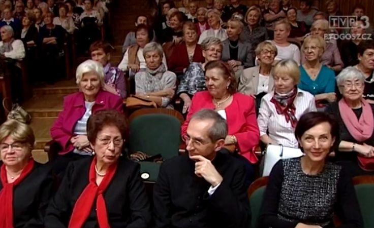 800 seniorów dalej rozwija swe
