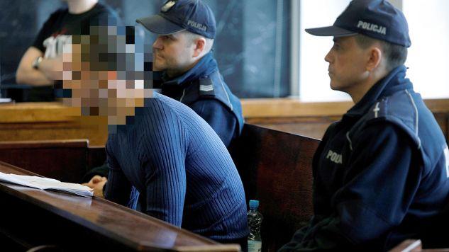 Do bójki doszło po tym, jak młody mężczyzna zabrał z lokalu dwie butelki napojów i z niego wybiegł (fot. arch.PAP/Artur Reszko)