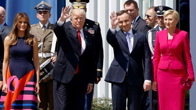 Prezydent Stanów Zjednoczonych Ameryki Donald Trump z małżonką Melanią Trump i przezydent RP Andrzej Duda z małżonką Agatą Kornhauser-Dudą na placu Krasińskich w Warszawie (fot. REUTERS/Kacper Pempel)