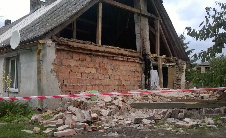 Na szczęście nikomu, po zawaleniu ściany, nic się nie stało (fot. Daniel Jagielski)