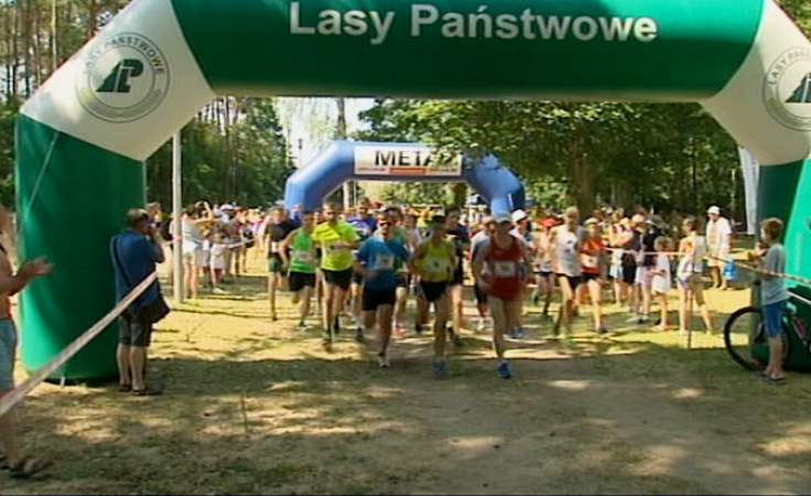 Ponad 100 biegaczy z całej Polski obiegło jezioro Niesłysz