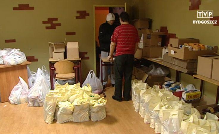 Do siedziby Caritas po paczki przychodzą setki potrzebujących