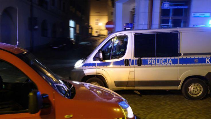 Mężczyzna, który zaatakował policjantów, miał w organizmie blisko 2 promile alkoholu (fot. PAP/DAREK DELMANOWICZ)