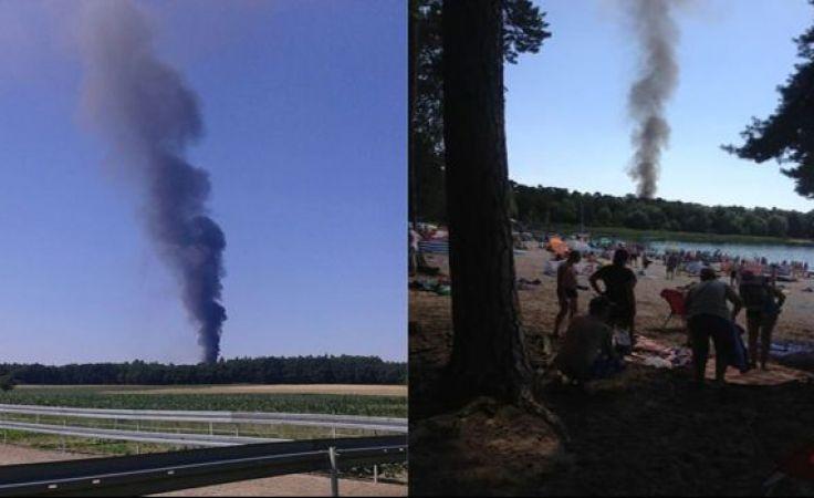 Kłęby dymu widoczne były z kilku kilometrów (fot. Marcin Przygoda)