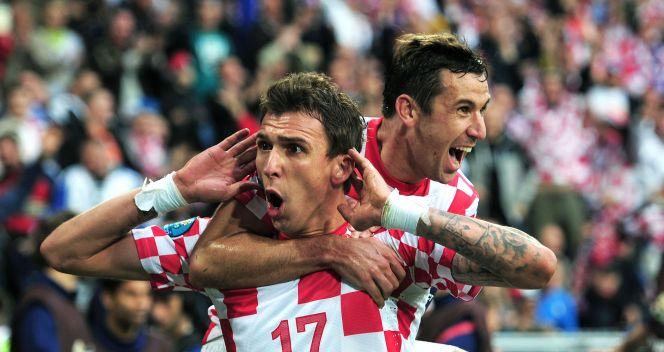 Mario Mandzukić cieszy się z wyrównującego gola (fot. Getty Images)