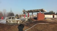 Z miejsca do tankowania zostały zgliszcza (fot. KP PSP w Radziejowie)