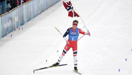 Biegi narciarskie: atak Klaebo po złoto dla Norwegii