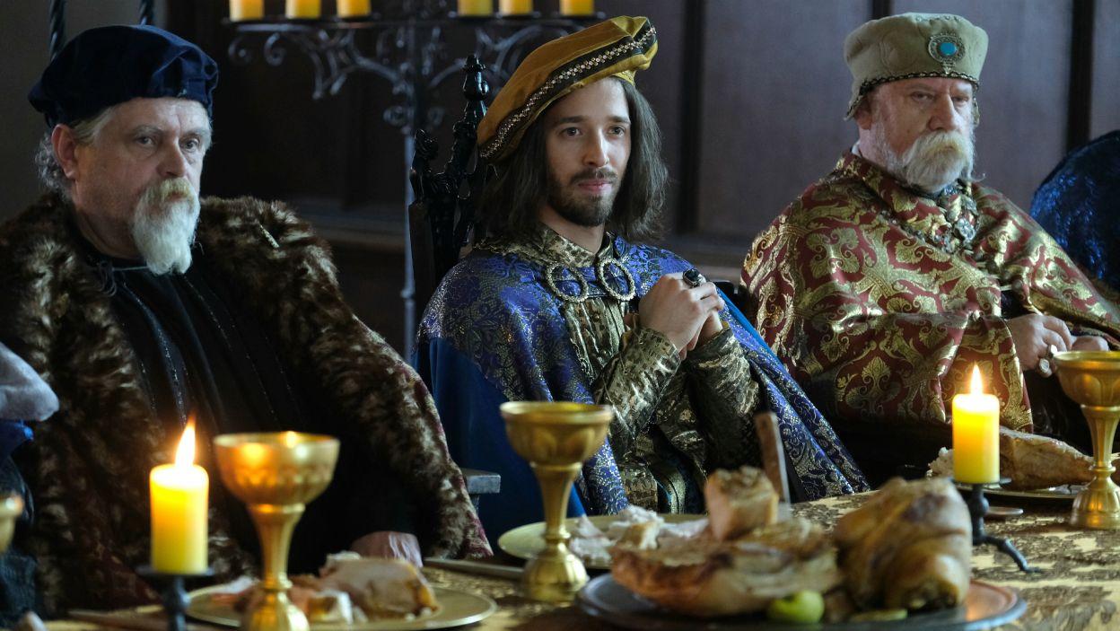 Tymczasem w Wyszehradzie trwają negocjacje z Czechami. Porozumienie wisi na włosku, gdy król wysyła na spotkanie swojego syna (fot. M. Makowski/TVP)