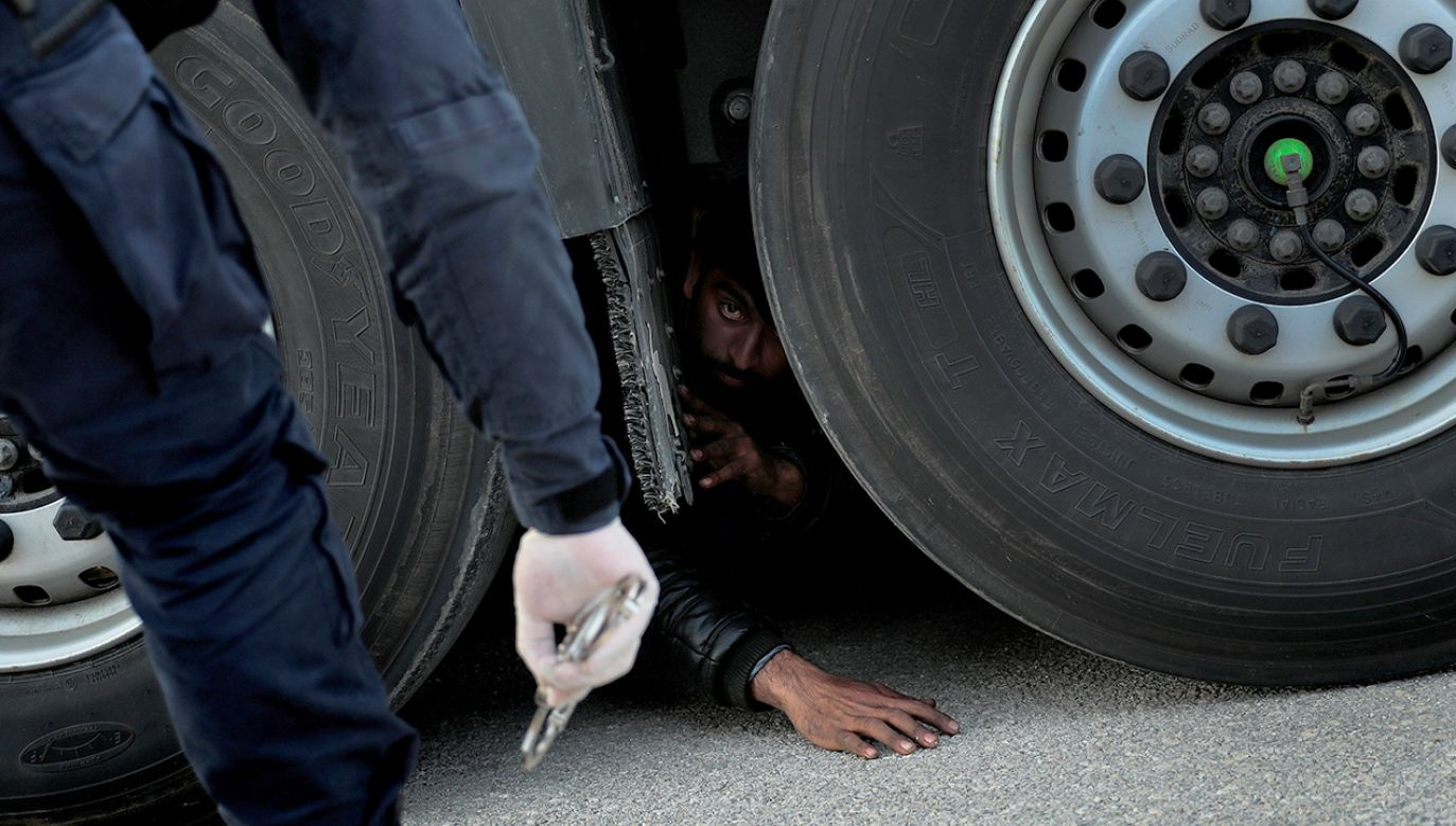Nielegalnych pasażerów odkryto w ciężarówce na parkingu w Bad Bentheim (fot. REUTERS/Alkis Konstantinidis)