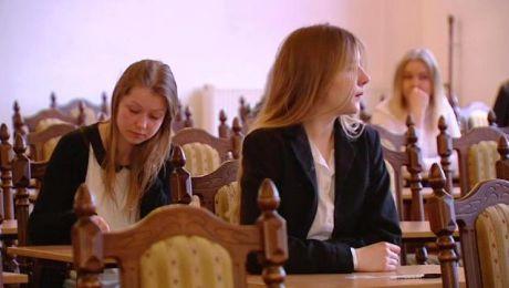 Czas maturzystów. Egzamin z języka polskiego na początek
