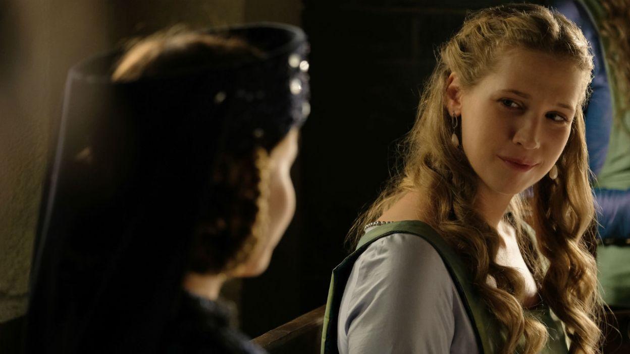 Czy królewna naprawdę zaakceptowała swój los? I czy to oznacza koniec zawiści między najważniejszymi kobietami króla? (fot. TVP)